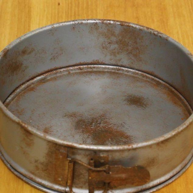 Chiếc khay làm bánh hoen gỉ sẽ bị vứt đi nếu không biết được mẹo vặt vô cùng hữu ích dưới đây.