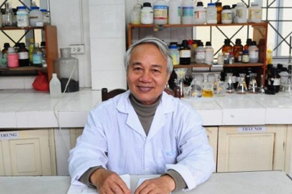 PGS Trần Hồng Côn - khoa Hóa ĐH Tổng hợp.