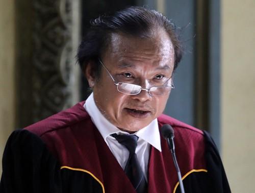 Thẩm phán Xuân đọc bản án chiều 27/3 trong gần 3 giờ. Ảnh: Thành Nguyễn.