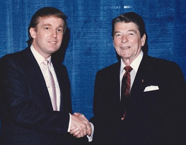 Sau khi tốt nghiệp Đại học, Donald Trump trở về tiếp quản công ty của gia đình - Elizabeth Trump & Son. Định hướng con đường của một doanh nhân, ông Trump bắt đầu có thói quen mặc suit chỉn chu mỗi khi gặp gỡ đối tác.