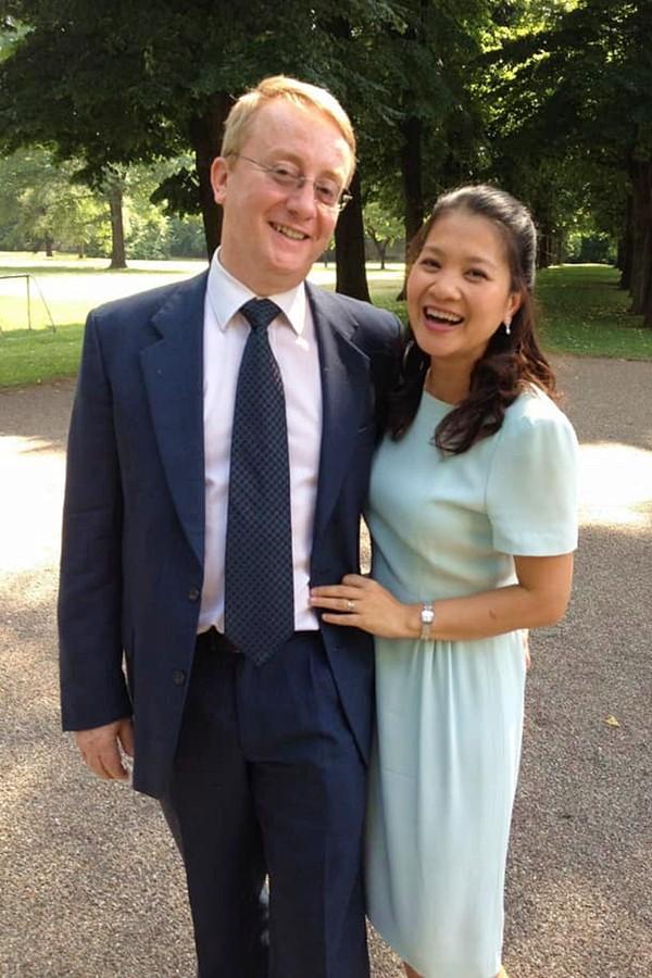 Kim Ngân đăng ảnh hạnh phúc bên ông xã dịp Valentine vừa qua. Cô bảo chồng luôn ủng hộ mọi quyết định trong cuộc sống của cô, miễn thấy vợ vui và có những trải nghiệm mới cho bản thân.