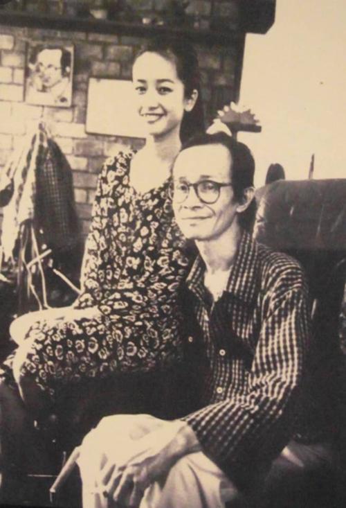 Hồng Nhung chia sẻ ảnh chụp cùng nhạc sĩ Trịnh Công Sơn lúc sinh thời nhân dịp sinh nhật ông.