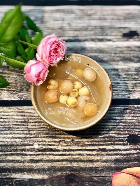 Chúc bạn thành công và nấu được món chè hạt sen thật ngon nhé!
