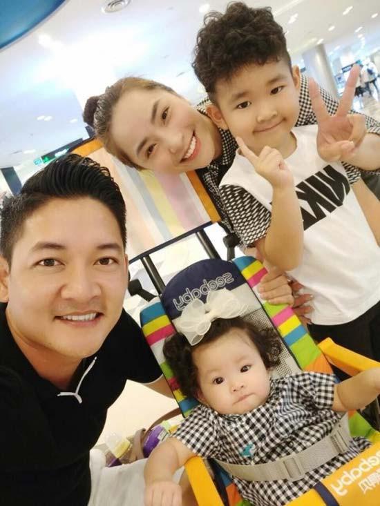 Gia đình cô và ông xã Thành Đạt chuẩn bị đón thêm thành viên mới.