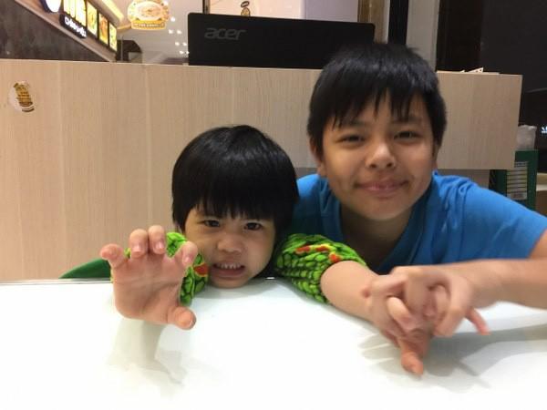 2 con chung - riêng của Thái Hòa rất đoàn kết với nhau.