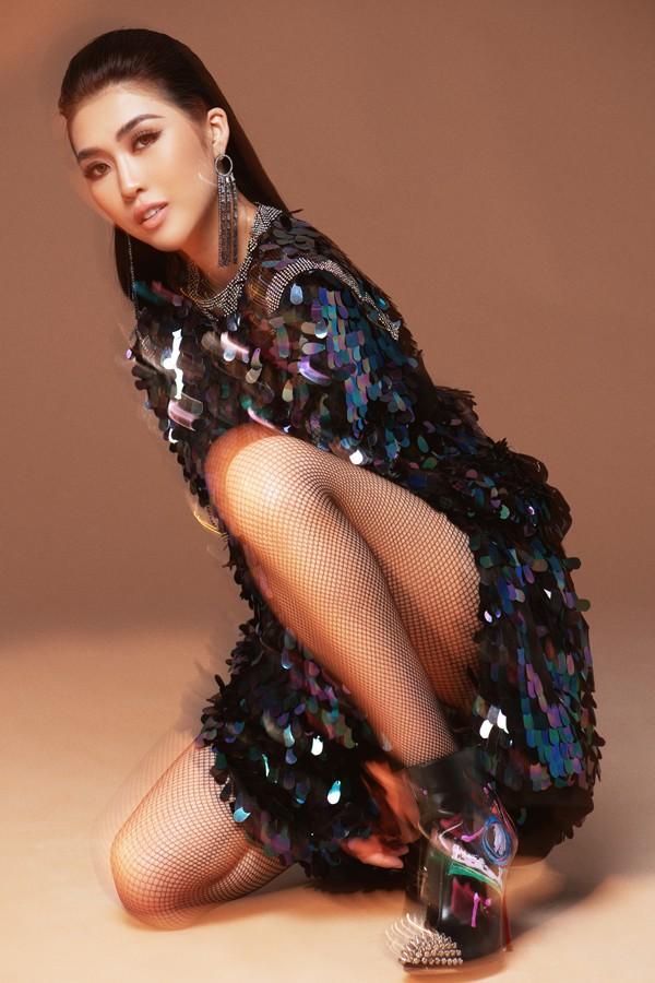 Vẻ đẹp cá tính của Hoa hậu 9X.