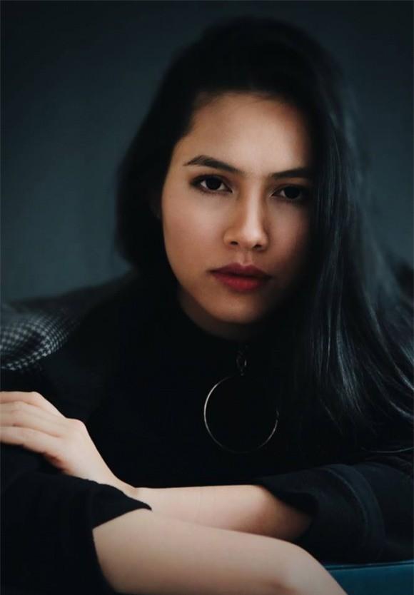 Cô từng có quãng thời gian rút lui khỏi ánh hào quang ở Việt Nam để sang Mỹ theo học trường Học viện Phim New York.