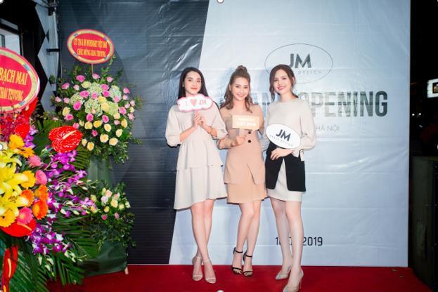 Thủ đô Hà Nội dàn hotgirl diễn viên tham dự bao gồm MC Huyền Trang ( Mù tạt), diễn viên Phương Anh ( Phanh Lee).