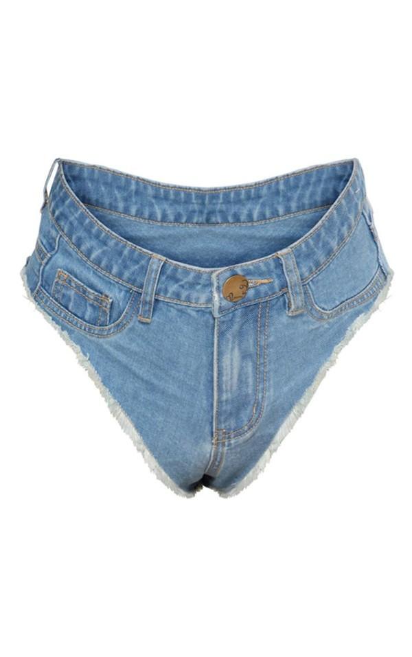 Chiếc quần jeans gây sốc của hàng thời trang Pretty Little Thing