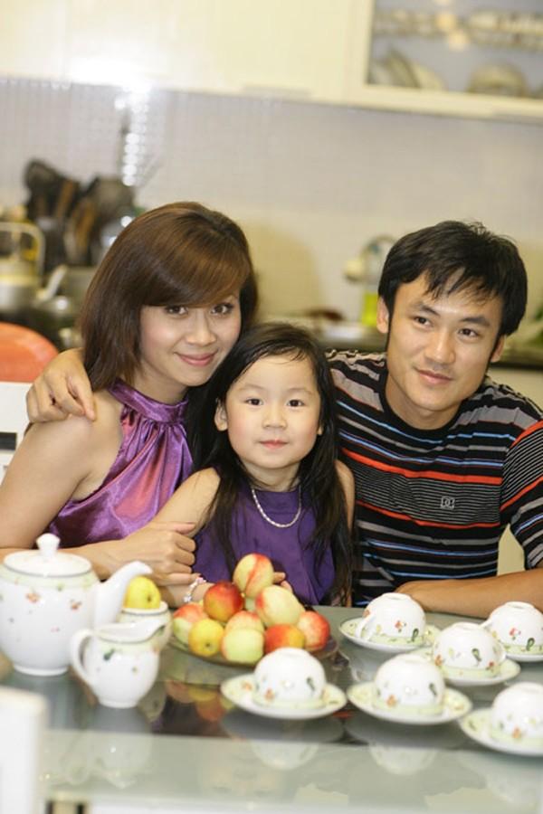 Gia đình ca sĩ Lưu Thiên Hương cách đây nhiều năm.