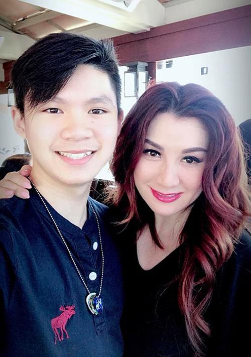 Trizzie Phương Trinh vui khi con trai lớn ngày càng mở lòng với mẹ.
