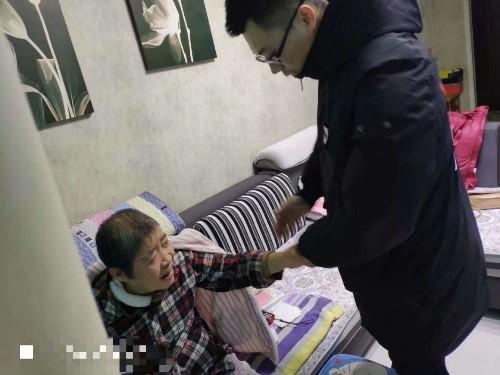 Nguyên Nguyên chăm sóc tận tình mẹ vợ bị tai biến