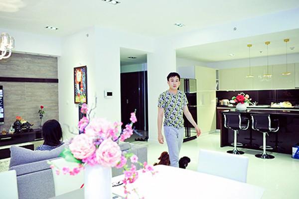 Anh em Hoai Linh - Duong Trieu Vu: Nguoi song binh di gian don, ke song nha sang, mua sam hang hieu