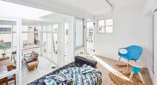 Tầng 2 là không gian nghỉ ngơi được lắp đặt kính cách âm yên tĩnh, được trang bị màn cửa che nắng khi cần thiết.