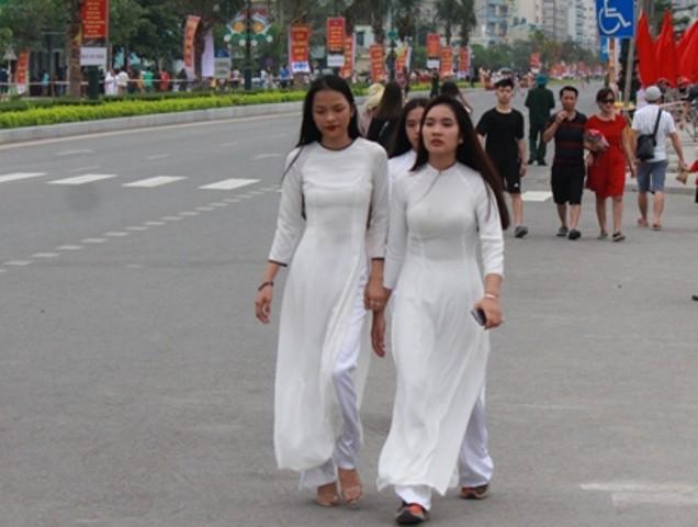 Lễ hội thu hút đông đảo người dân tham gia