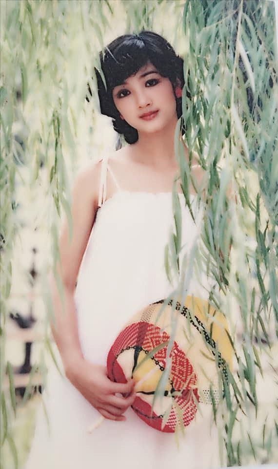 Giáng My được nhiều người biết đến khi đăng quang cuộc thi Hoa hậu Đền Hùng tổ chức một lần duy nhất vào năm 1992 (Ảnh: FBNV).