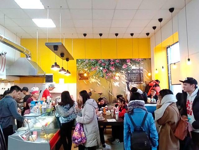 Bên trong quán cà phê của người Việt tại Nga. (Ảnh: RBTH)