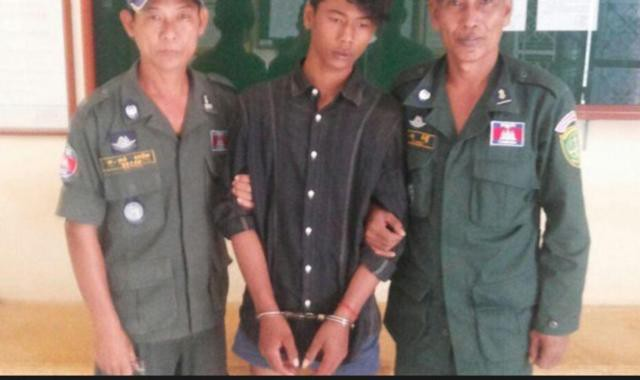 Chhoen Chanseng bị cảnh sát bắt giữ vì tội hiếp dâm.