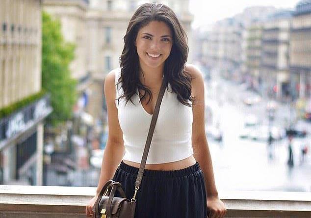 Sydney Paige Monfries, 22 tuổi, bị ngã từ độ cao 12 m khi đang chụp ảnh trên tháp đồng hồ. Ảnh: Daily Mail.