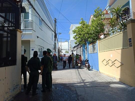 Lực lượng chức năng phong tỏa hiện trường để điều tra vụ cháy