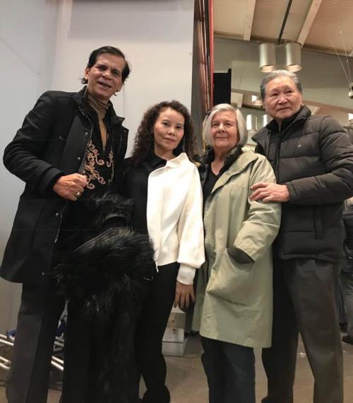 Bố mẹ Hồ Ngọc Hà đến thăm bố mẹ Kim Lý tại nhà riêng ở Thụy Điển hồi cuối năm 2018.