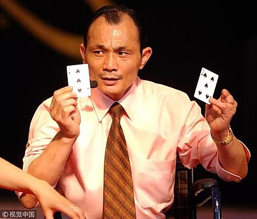 Yao Jian -Yun từng trở thành vua cờ bạc nhờ những mánh khoé. Giờ đây cũng chính ông đi lật tẩy các chiêu gian lận đó. Ảnh: Wenxuecity.