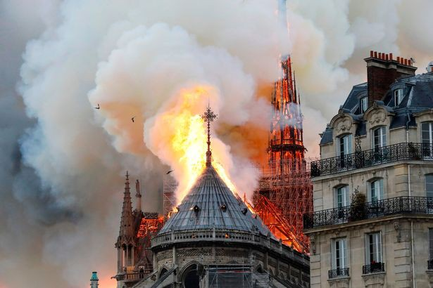 Những bức ảnh thể hiện quy mô và tính chất nghiêm trọng của đám cháy