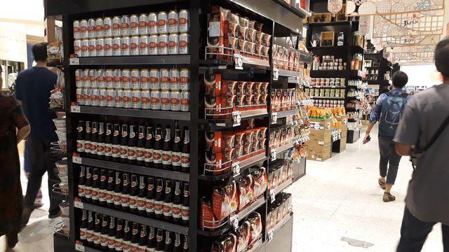 Hàng Việt tại siêu thị Central World (Thái Lan) (Ảnh Lê Mai Hương)