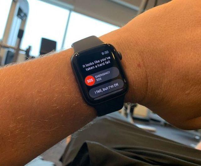 Tính năng trên Apple Watch cho phép tự động gọi cấp cứu nếu người đeo bị bất tỉnh sau khi ngã (Ảnh minh họa)
