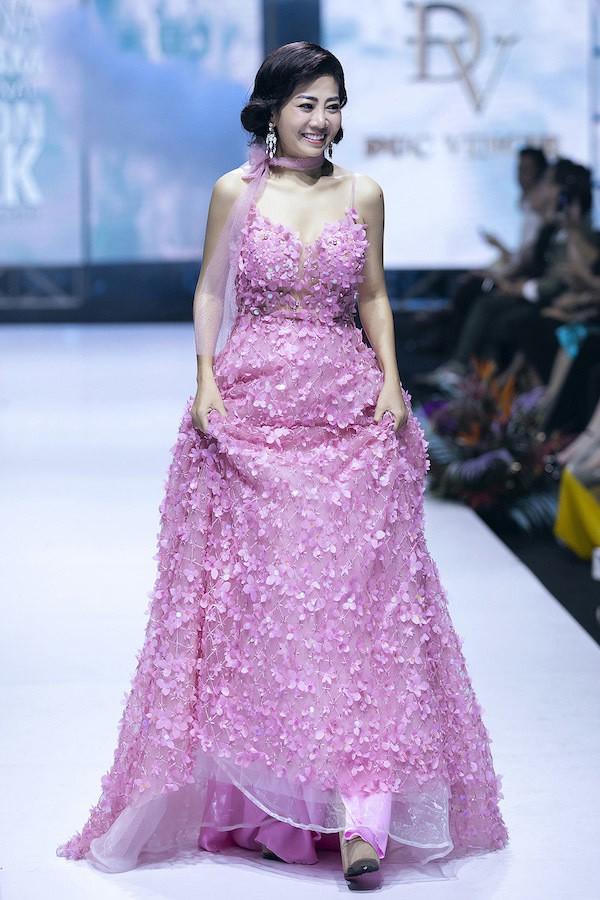 Hình ảnh mới nhất của Mai Phương trên sàn diễn thời trang