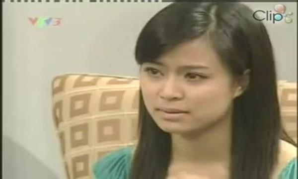 Hình ảnh Hoàng Thùy Linh trên sóng truyền hình cách đây 12 năm.