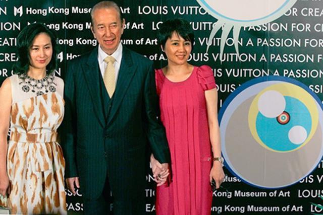 Bà Hà Siêu Quỳnh (trái) cùng bố và mẹ.