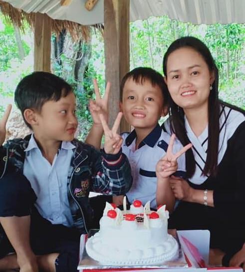 Ba mẹ con chị Lê Thị Kim Ngân. Ảnh gia đình cung cấp.