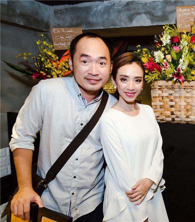 Tiến Luật phải theo đuổi Thu Trang đến 5 năm trời mới được đồng ý, nam diễn viên ngày nào cũng đưa đón cô đi diễn.