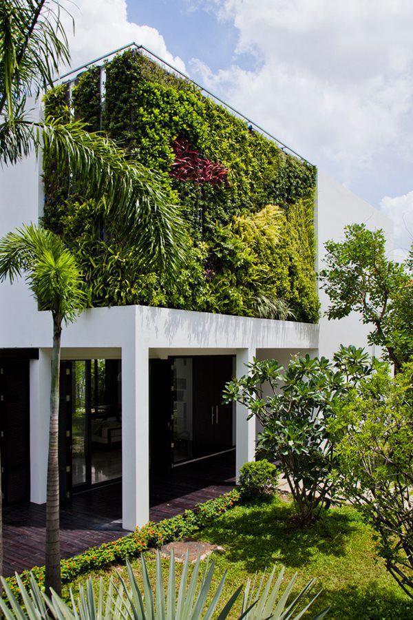 Chủ nhà muốn mang làn gió mới đến không gian sống vốn đã quá quen thuộc, đồng thời tận dụng quỹ đất rộng để biến ngôi nhà thành một công viên thu nhỏ.