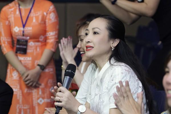 Diễn viên Khánh Huyền cũng có mặt trong đêm nhạc từ thiện.