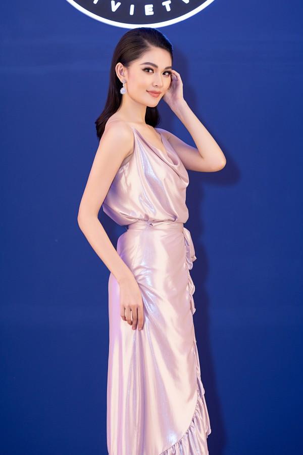 Á hậu Thùy Dung theo đuổi phong cách gợi cảm. Thùy Dung đảm nhận dẫn dắt sự kiện. Thời gian qua, người đẹp trập trung trau dồi chuyên môn, phát triển lĩnh vực MC song ngữ