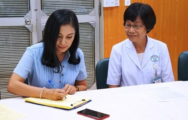 Việt Trinh đến Bệnh viện Chợ Rẫy đăng ký hiện tạng