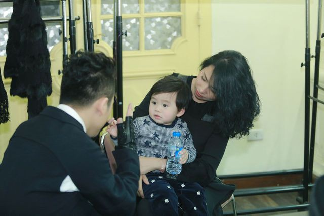 Tùng Dương cùng vợ và con trai chung.