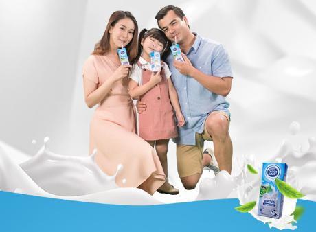 """Từng hộp sữa tươi Cô Gái Hà Lan là thành phẩm """"chuẩn"""" Cô Gái Hà Lan gửi gắm cho trẻ với hàm lượng dinh dưỡng cân bằng"""