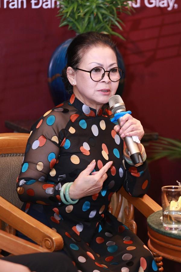 Khánh Ly, nữ ca sĩ 75 tuổi bình tĩnh trả lời báo chí những câu hỏi tế nhị về mối quan hệ với gia đình nhạc sĩ Trịnh Công Sơn.