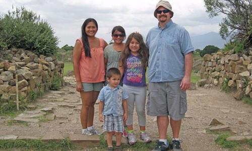 Gia đình anh McCurry đi du lịch tại Mexico. Ảnh: Root of God