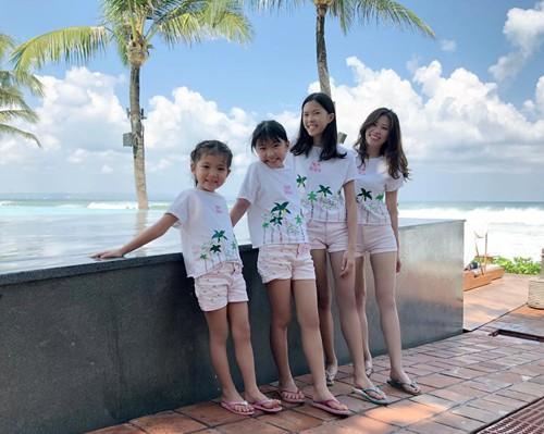 Nhà có 3 con gái lúc nào cũng vui vẻ nhưng nhiều lúc cũng đau đầu, khiến chị Vân phải luôn tìm cách giải quyết. Ảnh: NVCC.
