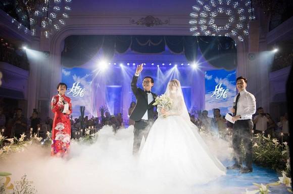 MC Thảo Vân và MC Thành Trung được chú rể Trung Hiếu tin tưởng giao trọng trách dẫn dắt lễ cưới