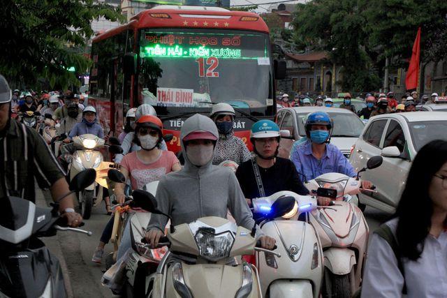 Đường Giải Phóng, Giáp Bát đi bến xe nước ngầm lúc 17h45.
