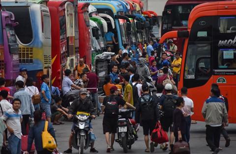 Tại bến xe Nước Ngầm, khách chủ yếu đi các tỉnh Hải Phòng, Nghệ An, Hà Tĩnh, Nam Định, Thái Bình. Lượng khách trong đợt này được dự báo tăng đến 130%-145% so với ngày thường.