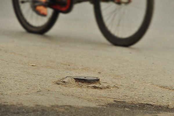 Nhan nhản những cái bẫy như thế này trên tuyến đường Nguyễn Trãi, Trần Phú, Quang Trung.