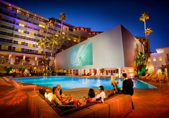 Hilton San Francisco và Beverly Hilton, hai trong số khách sạn Hilton do tỷ phú Chính Chu nắm giữ.