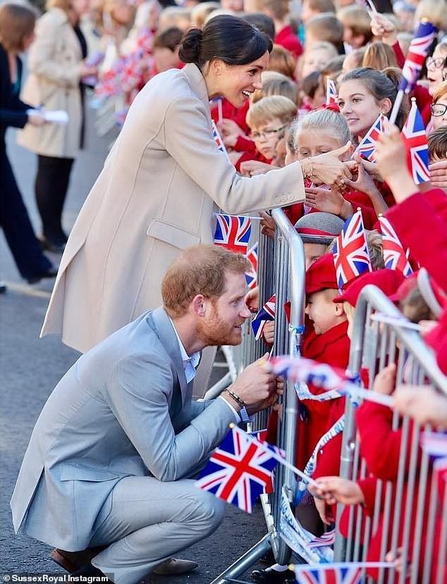 Hành động đẹp của vợ chồng công nương xứ Sussex được trẻ em Anh yêu mến.