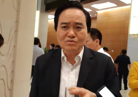 Bộ trưởng Phùng Xuân Nhạ nói: Nếu để những nhân vật xấu trong xã hội ảnh hưởng học sinh thì rất nguy hiểm như Khá Bảnh vừa rồi. Ảnh: Người Lao Động.